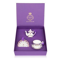 Buckingham Palace Queen Victoria Miniature Set