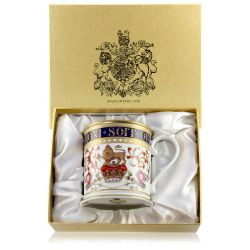 Special edition Honi Soit Qui Mal Y Pense English fine bone china large tankard with a design featuring a crown surmounted by a heraldic lion as a symbol of the English kingdom and national flowers. The moto Honi Soit Qui Mal Y Pense surounds the cobalt b