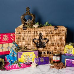 Buckingham Palace Medium Christmas Hamper