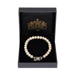 Circular pearl bracelet with a crystal bow detail in the middle