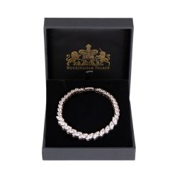 Crystal bracelet form of leaf shaped crystals with a clasp
