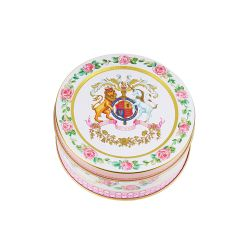The design of this dainty fruit drop tin is wonderfully inspired by the pink roses in bloom at the time of The Queen's official birthday, on the East Terrace Garden, Windsor Castle. At the centre of the tin lid is the coat of arms which is surrounded by a