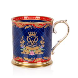 This fine bone English china commemorative china tankard features The Duke of Edinburgh's personal Cypher and Coronet, surrounded by sprigs of laurel and a ribbon commemorating his life between 1921 and 2021. The oak leaf border detail pays tribute to his