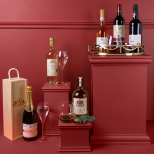 Toast occasions big and small with a luxury tipple from our cellar, from the finest rich port and carefully selected wines to our popular Buckingham Palace gin.