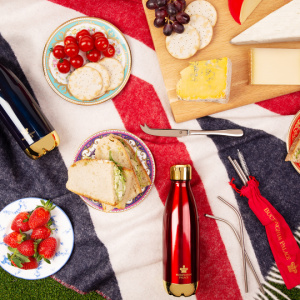 Pack your picnic basket full of essentials, from reusable metal straws and water bottles to your very own Buckingham Palace Union Flag Wool Blanket.
